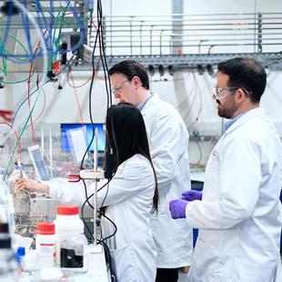 Materiais de laboratório de química diversos em um único lugar