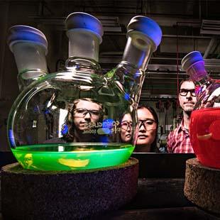 Reator de vidro reagentes químicos: produtos indispensáveis em um laboratório